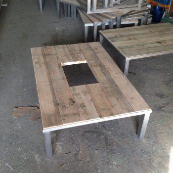 20 stuks rvs tafel frames met houten bladen